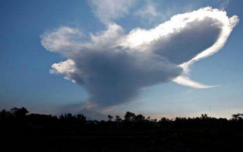 Indonesia's Most Active Volcano, Mount Merapi Erupted